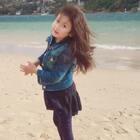 #周末#周末,海边。下午变了天,风好大,这妞就爱甩头发😂#宝宝##糖小希#