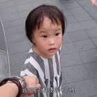 教你的孩子怎麼過馬路?可能會遇到下列幾種情況...😲😲😲 關注我們的微博:http://www.weibo.com/momanddad #逗比##搞笑##寶寶#