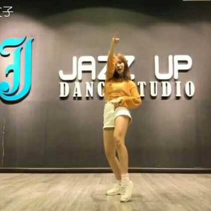 #敏雅韩舞专攻班##舞蹈#@敏雅可乐 一首很夏天的歌&舞~ 最近好喜欢这首歌嘻嘻^0^~ 好久好久没有发韩舞了好像…☺