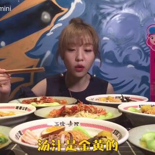 8份豪华油泼神龙大虾面,大胃mini吃面唤神龙#大胃王mini##大胃王#