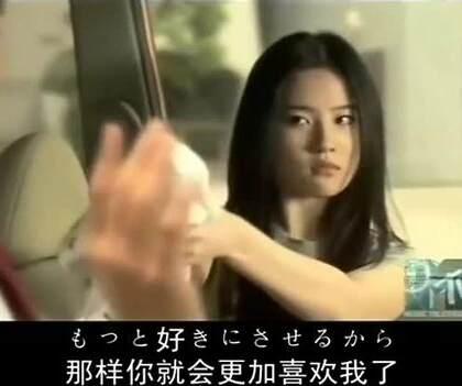 近年来,#刘亦菲#主攻大银幕,但是别忘了,她早年还是出过专辑的流行乐歌手哦!不但会唱中文歌曲,就连日语歌曲同样棒棒哒,曾演唱日本动画片《飞天小女警Z》第一期片尾曲《真夜中のドア》,为青涩可爱菲包爆灯~😘