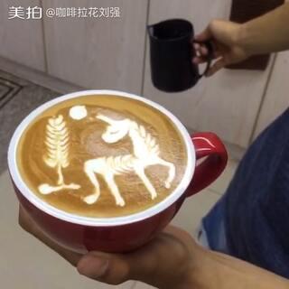 #咖啡拉花##美食##我要上热门#直接注入成型的🦄️独角兽视频 分享给大家