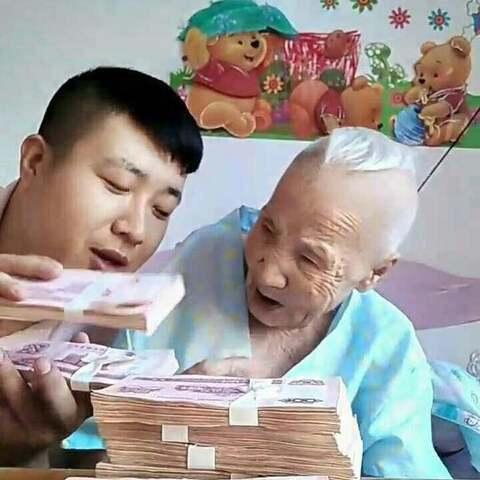 奶奶火气还挺大!抠门是她的特点??#热门##搞笑##自拍#