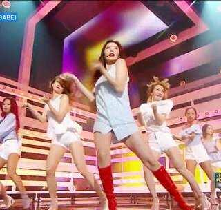 #泫雅 - BABE# 这个版本更性感😍😍我记得去年发泫雅2万赞的也有😖#舞蹈# 受邀发起活动:拍摄键--有戏--舞林大会里面--选泫雅BABE --加上#有戏舞蹈接力赛# 话题,可以艾特朋友接力哦!学最新的韩舞请到【敏雅韩舞专攻班#】微信公众号:MinyaCola