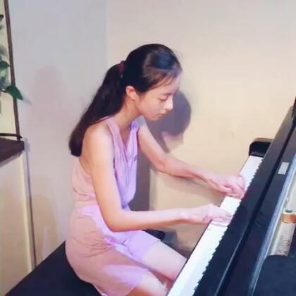 因台风,全市小学停课,宝宝正好可以留在工作室练琴。😏哈哈,窗外大风暴雨,室内琴声悠扬。😁#钢琴##U乐国际娱乐#