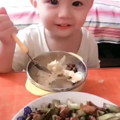 #宝宝吃饭不用喂,全都吃光不浪费#