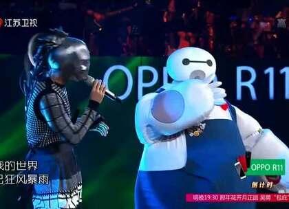 大白携手御前侍卫三把刀合唱《龙卷风》,大家猜猜两位歌手是谁,男歌手比较好猜,他的女友应该是台湾滴。。😏