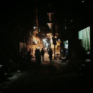夜晚小路。欢迎关注我的美拍。探索尼泊尔系列,不定时更新图片视频以及直播。#尼泊尔##旅游##探索尼泊尔#