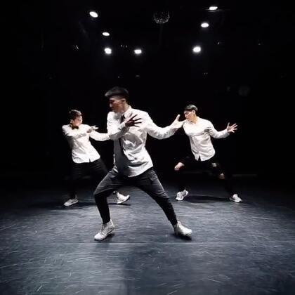 嘉禾舞社 小宇老师@-Rainer小宇 编舞 每个人都会 @嘉禾舞社国贸店 | 想学最好看最流行的舞蹈就来嘉禾舞蹈工作室。报名热线:400-677-8696。微信:zahaclub。网站:http://www.jiahewushe.com #舞蹈# #嘉禾舞社# #嘉禾#
