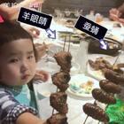 """小蛮吃""""虫子""""。#可爱吃货小萌妞##吃货小蛮##小蛮两岁八个月#"""