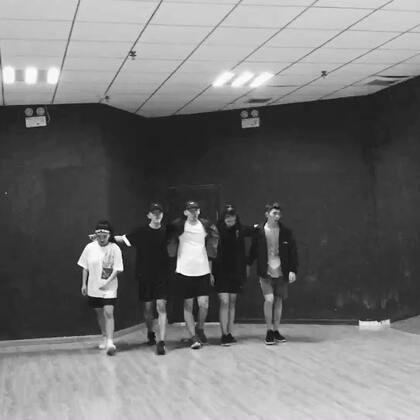 #Kingsoul#音乐:m.a.a.d city 我师父龙菲的编舞 就是喜欢这种帅炸感觉 🔥🔥🔥💪#舞蹈#