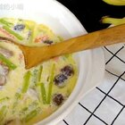 #美食##入秋养生汤##宝宝#萌宝固齿汤,牛奶加排骨,不一样的吃法哦😊