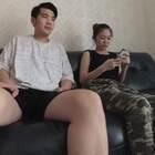 教大家如何正确殴打老婆?#小金刚恶搞##搞笑##恶搞#假装有蚊子打在老婆脸上测试反应