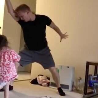 澳洲爸爸汤姆和#宝宝#跳舞