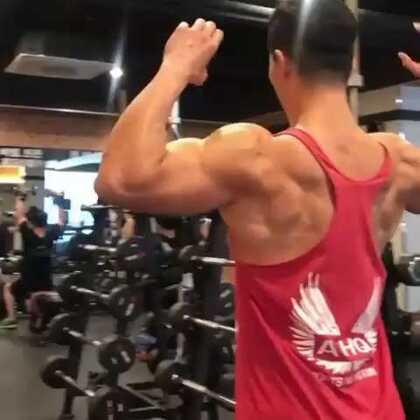 健身遇到困难来找我 无条件给你最完美的答复 VX: jianshendapeng #健身##运动#