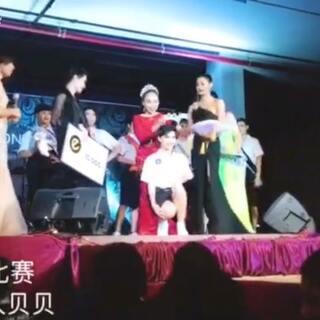 #泰国热##穿秀##自拍# 贝贝已经毕业了!她们是学弟学妹。贝贝想她们一起变美! 贝贝最近有点累,在想做视频的意义 你们觉得这些意义是什么?😳😳😳