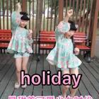 #有戏#天天有惊喜,点开《舞林大会》发现有#holiday#这么经典小段,#双胎姐妹欢欢乐乐#庆幸今天没穿大蓬蓬公主裙了,这次露腿显腰把舞姿给展示出来了哈哈哈,尤其是欢姐姐(前姐后妹)一听到这音乐激动不要不要(六岁九个月)