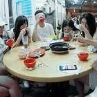 最近7名台湾网友一起出游旅行,走到哪甩肩到哪,爆红网络,真会玩!😂