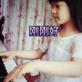 晚上在练琴,顺便拍了一下简短的视频 晚安啦#小小钢琴家#