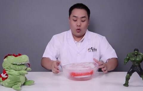 【吃喝实验室美拍】把世界上最辣的辣条放进冰箱冰冻...