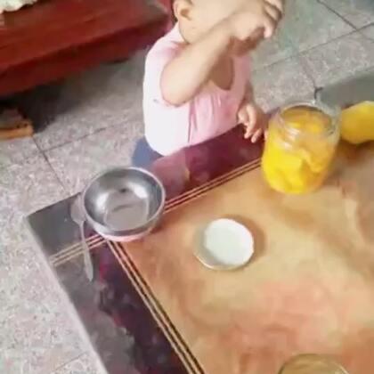 吃桃子的桃桃