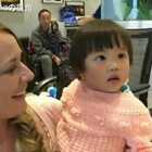 美国夫妇领养中国小女孩,从领养时的陌生到相处后亲密,感动无数人❤