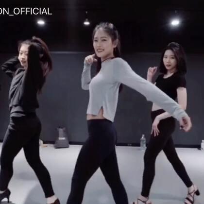 #舞蹈##1milliondancestudio# Ara Cho编舞If I'm Lucky 更多精彩视频请关注微信公众号:1MILLIONofficial