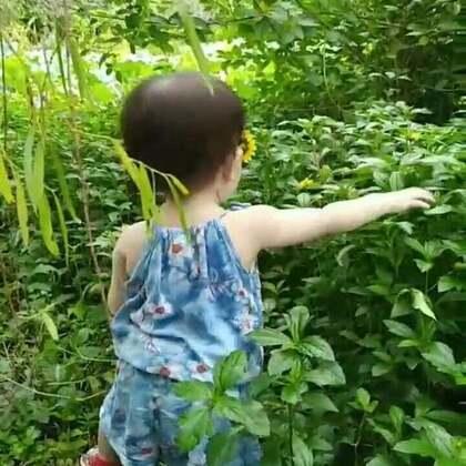 #宝宝##萌宝宝#库存,小虾米一岁的时候,最喜欢带她去踏青,去亲近大自然