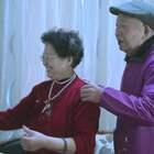 八旬奶奶陪痴呆老伴玩直播, 唱歌跳舞还和粉丝互动, 背后故事暖哭#二更视频##直播##我要上热门#