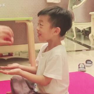 #睿哥成长记##亲子游戏#幼儿园的作业,一起亲子游戏。👏👏👏👏