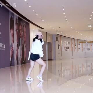 """【速翻】最后配音""""跳错啦!""""、无奈被保安赶出来了...只能用这个了😂😂😂#舞蹈##敏雅舞蹈##敏雅韩舞专攻班#@敏雅可乐"""