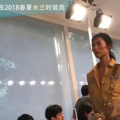 TODS 2018春夏系列,流苏休闲鞋很好看~表姐也参与走秀喽~#米兰时装周##刘雯#