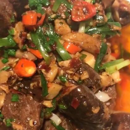 香菇牛肉,今天做的,这个是简单版的,下次做一个生牛肉烧香菇的做法,宝贝们你们是什么星座,我水瓶座,那么你们呢?#美食##菌菇家常做法#@美拍小助手