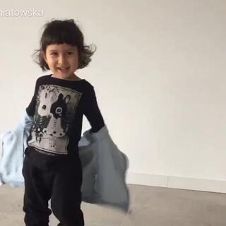 蝙蝠怎么飞的?我喜欢你穿黑色的衣服。我爱你。#宝宝