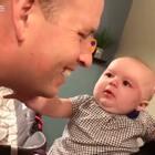 """超爱""""吃醋""""的宝宝,一看到爹地妈咪亲亲,就会哭起来,被安慰了又会一秒笑得灿烂,小表情简直萌化人了❤#寶寶#"""