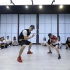课堂版《不用去猜》Jow Vincnet 编舞,刚刚练完的瞬间然后就拍了所以我们两都有点小不熟的状态,后来拍作品就好了,继续加油!@Sinostage舞邦-Amy @SINOSTAGE舞邦 #舞蹈##JowVincent#