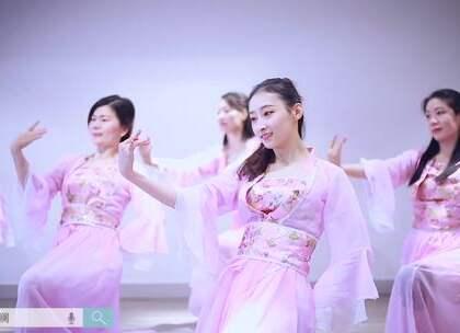 #派澜舞蹈##中国舞#学员深情演绎《缥缃醉》出对漫漫取经路的敬仰之意,对墨香书卷的喜爱之情。指导老师:熊丽姗#我要上热门#@美拍小助手@舞蹈频道官方账号