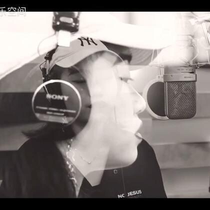 【赏吧U乐国际娱乐】听到《呼吸决定》这首歌,我决定按下单曲循环键#旅行路上唱给你##U乐国际娱乐##我要上热门#@美拍小助手