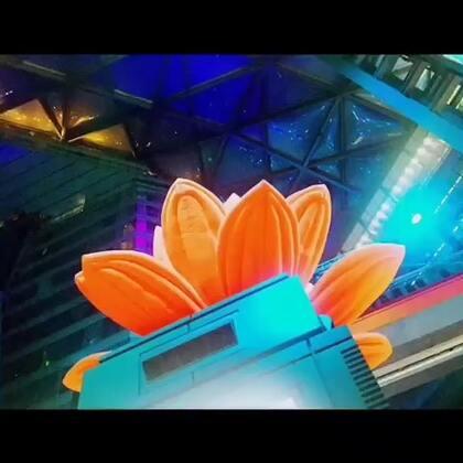 #Modesens 带你玩转时尚圈# 北京侨福芳草地五周年店庆。斥资千万,场面宏大,名流云集,华服璀璨。时尚燃点,引爆全场。#想混时尚圈##潮人必备##时尚潮流#
