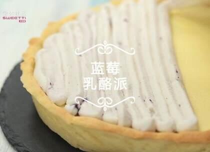 连蓝莓酱都是自己熬的走心乳酪派,颜值小清新,口感超浓郁,做好后放进冰箱冷藏一下更好吃哦!更多美食关注微信:微体社区,sweetti.com。#乳酪派##蓝莓##烘焙#