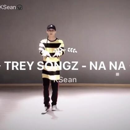這次用unban的方式來freestyle,讓身體細緻度提高,但還是要保持groove跟flow,不過還是希望力量跟舒適能夠在加強以及融合~不過最後我以為鏡頭會跟著我的手往上🎃🎃#hippop##美拍有嘻哈##freestyle#@KEDAOFFICIALCHANNEL Song : Trey Songz - Na Na Performance : KSean