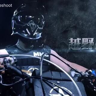 深圳特警酷拽狂,骑上摩托变身特技大神。#运动##摩托车#