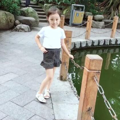 #《上下》##我家的萌萌兔宝贝#@美拍小助手 前两个星期去公园玩拍了两三个视频,这个本来想隐藏就算了😄