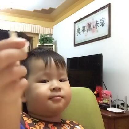 #吃秀##宝宝#爷爷奶奶家吃大餐!爷爷奶奶老稀罕泡泡啦。泡泡也美疯啦~吃个饭笑哈哈。对,他还撒娇了,不对,是傲娇。