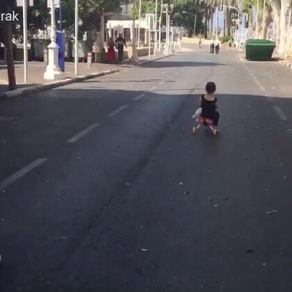 今天是犹太人的赎罪日,大马路是属于孩子们的😁