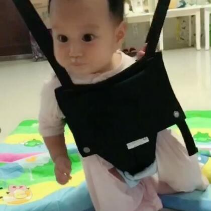#宝宝#六个半月。我们的笑声太魔性了。小花朵儿的舌头太抢镜了!