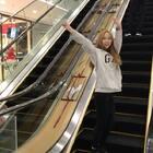 #panama#电梯上跳我是很慌的 怕掉下去 我这次真的是一点脸都没要!🤣知道国庆商场人有多少吗 简直了🌚我的脸都丢尽了#男朋友视角#@美拍小助手 点赞点赞!!!#美拍有戏#