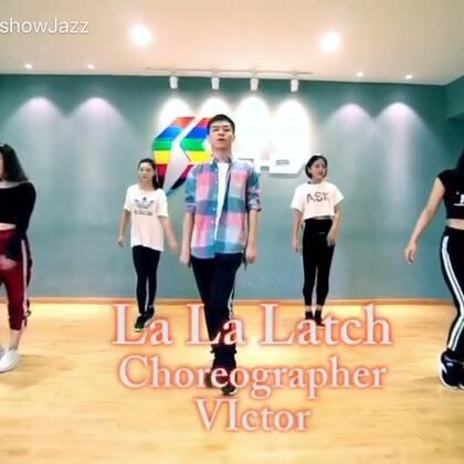 #舞蹈##waacking#和Ishow集训班的学员们一起录了这个la la latch 甩手舞和爵士的结合编排,大家的进步真的是大大的,给你们点赞!欢迎大家一起来把手儿甩起来 #南京ishow爵士舞#@南京IshowJazzDance @阔少_申旭阔 @美拍小助手