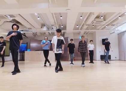 #EXO - 前夜The Eve# 祝所有学舞的妹子中秋快乐🎉🎉以后会慢慢补上各种经典练习室。留意观看哦💘💘#舞蹈##敏雅韩舞专攻班# 公众号:MinyaCola