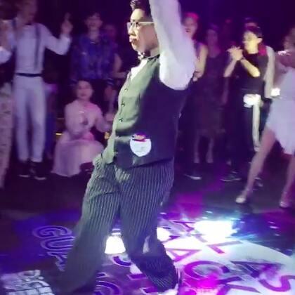 AAWF广州站 我的渣渣海选哈哈哈 Calin给的6.5分,压线过海选进32强2333 太丑了真的 音乐还是卡的一般 还是要多练练啊啊啊,而且我最少拍了4次手🤥 不过社会姐说我跳的时候Calin一直有在笑,满足开心了哈哈哈 毕竟我是谐星舞者 #waacking##aawf##Disco Percy#